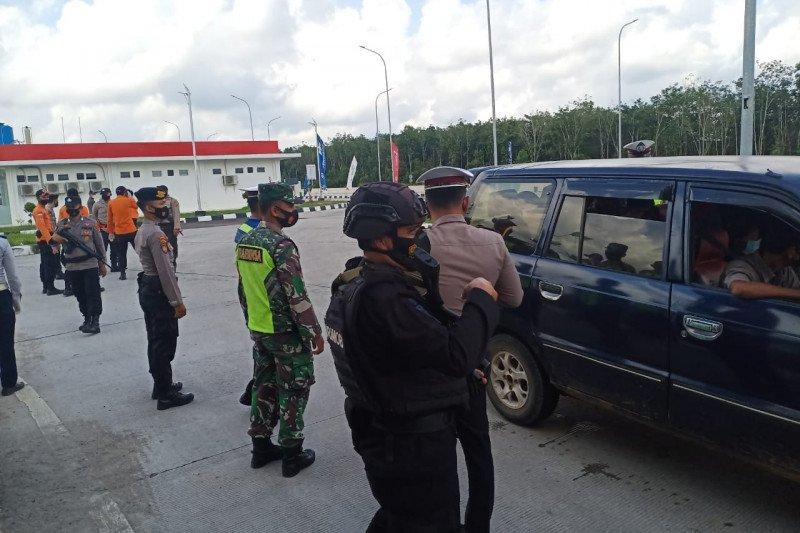 Polda Lampung putar balik ratusan kendaraan larangan mudik Lebaran