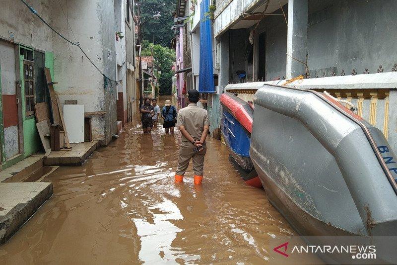 Ketinggian banjir Kampung Baru Jaksel mulai turun