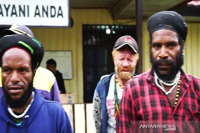 Tiga orang diamankan saat aparat gerebek Honai Numbuk Telenggen