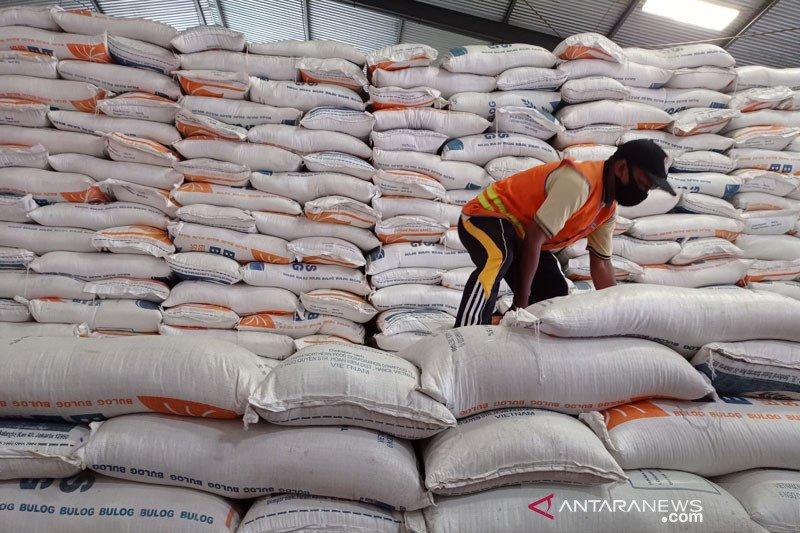 Stok CBP 1,3 juta ton, Bulog yakinkan tak impor beras tahun ini