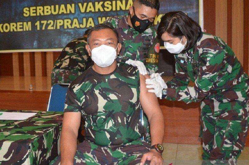 Flash - Dua anggota Yonif Linud 432 Kostrad tewas dibacok OTK di Dekai