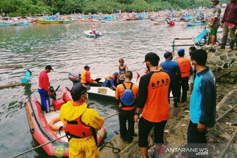 Satu dari dua wisatawan yang terseret ombak di Garut ditemukan tewas