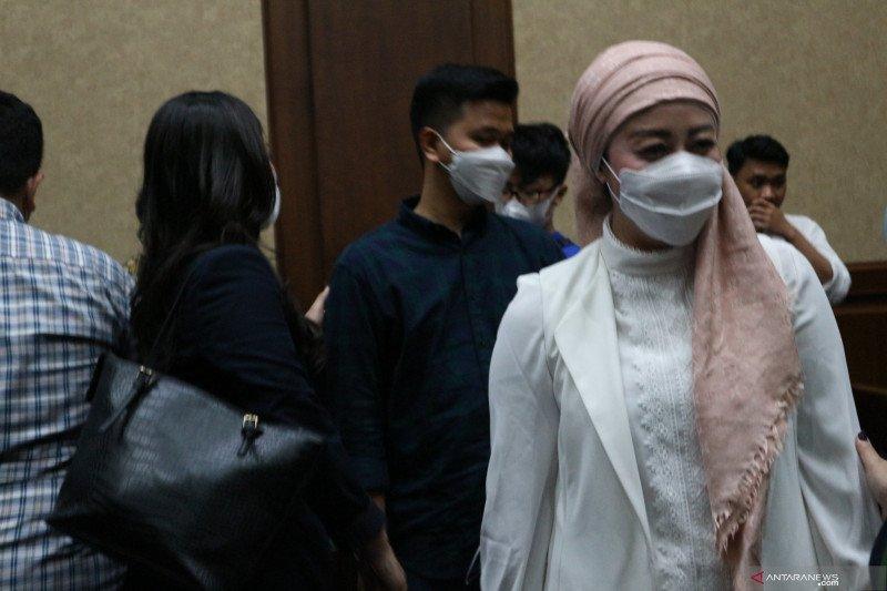 Istri Edhy Prabowo berbelanja jam, tas, dan syal di tiga kota di AS