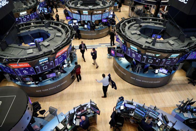 Wall Street jatuh terseret saham telekomunikasi, Dow jatuh 267 poin