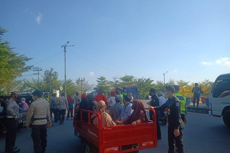 """Lebaran Topat"", puluhan warga luar Kota Mataram diminta putar balik"