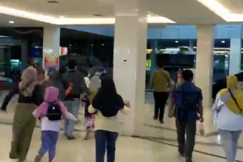 Warga Kediri berhamburan ke luar rumah saat gempa magnitudo 6,2