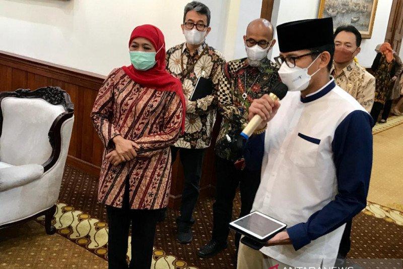 Menparekraf berpantun wisata Jatim di hadapan Gubernur Khofifah