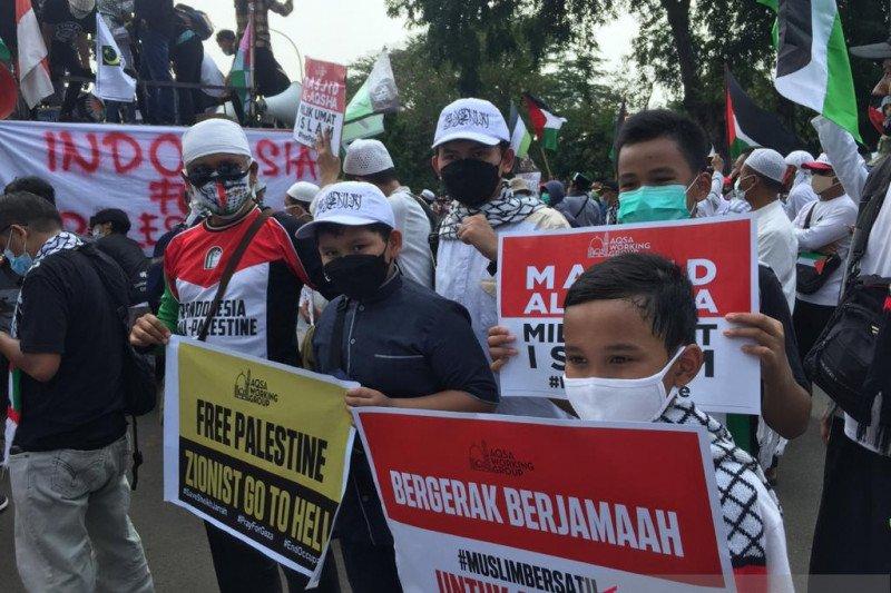 Anak-anak ikut aksi bela Palestina di depan Kedubes AS
