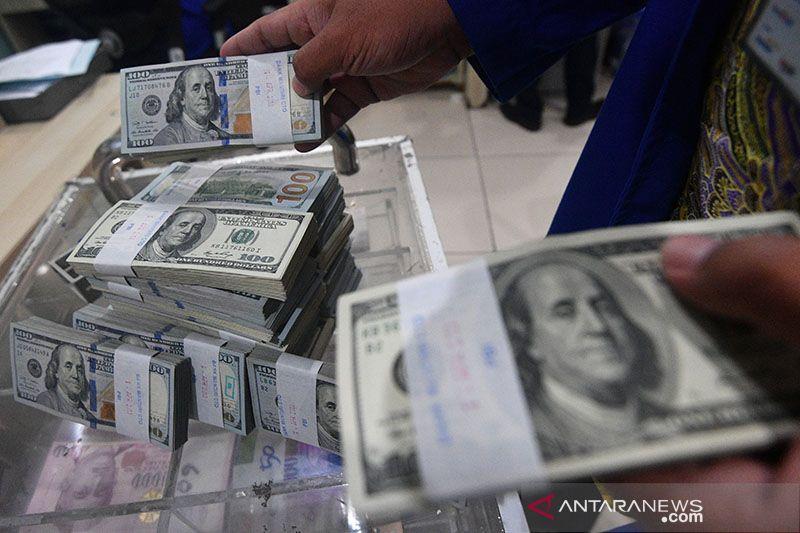 Dolar tergelincir dari tertinggi dua bulan, Bitcoin merosot
