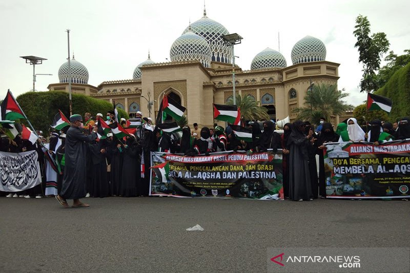 Ratusan orang gelar aksi bela Palestina di Aceh