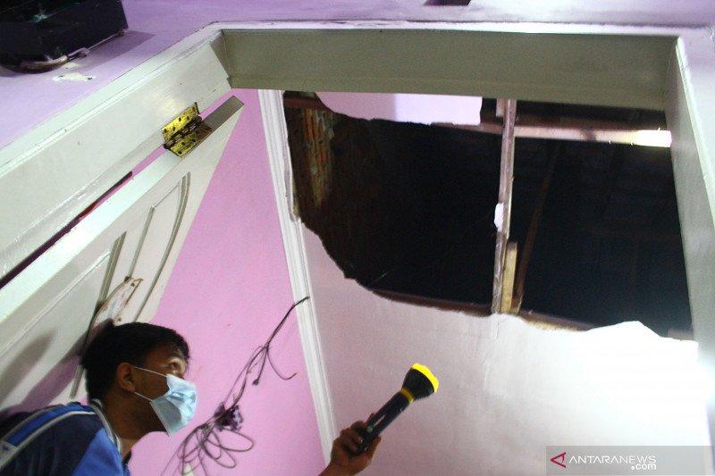 Gempa Blitar dilaporkan menyebabkan 30 rumah rusak di Malang