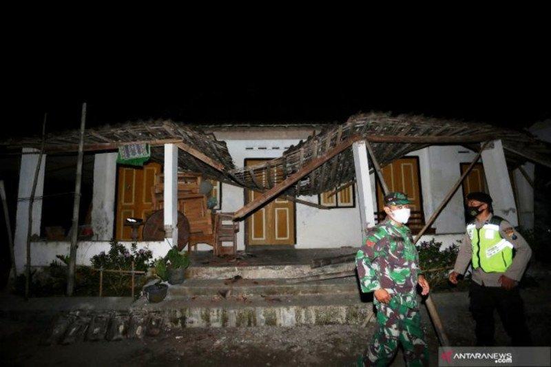 Kemarin puluhan rumah rusak akibat gempa, kapal tenggelam di Jambi