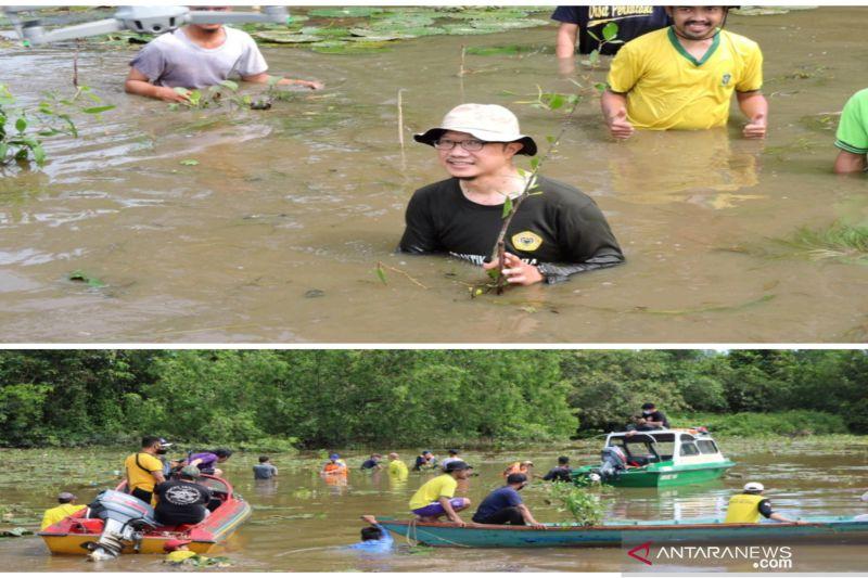 Fakultas Kehutanan ULM tanam mangrove rambai untuk habitat bekantan