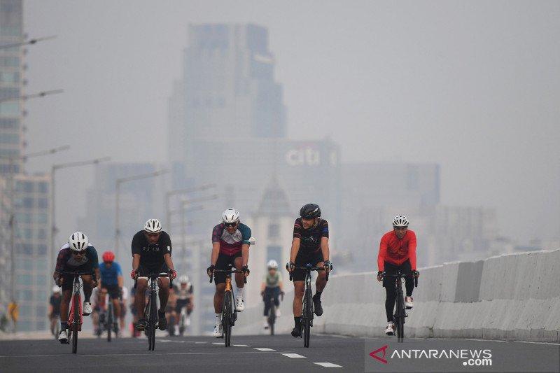Kemarin, pemadaman lampu di hari lingkungan hingga lintasan sepeda