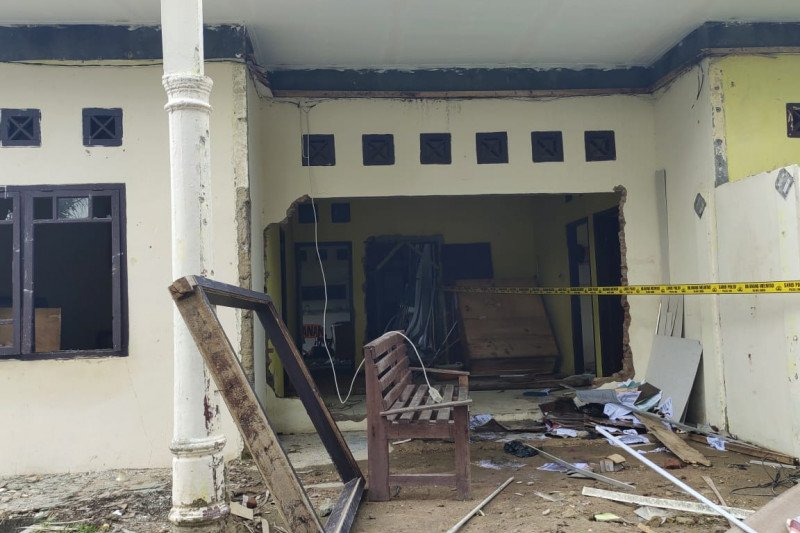 Polisi tetapkan lagi dua tersangka perusakan Polsek Candipuro