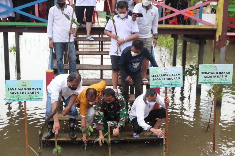 Wali Kota Makassar apresiasi aksi Permabudhi tanam bibit mangrove