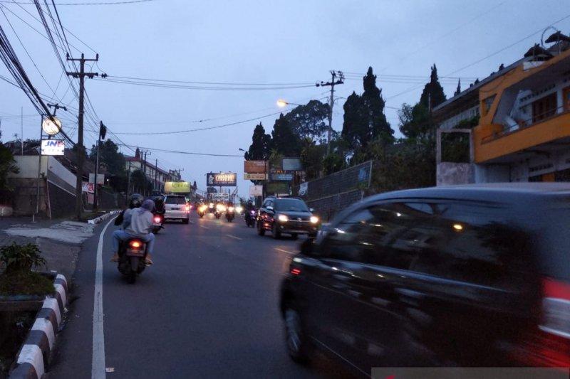 Polres Cianjur tutup jalur menuju Puncak antisipasi macet total
