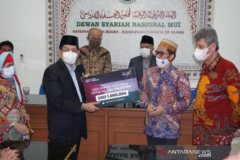 Lewat MUI, ustadz Adi Hidayat serahkan Rp14,3 miliar untuk Palestina