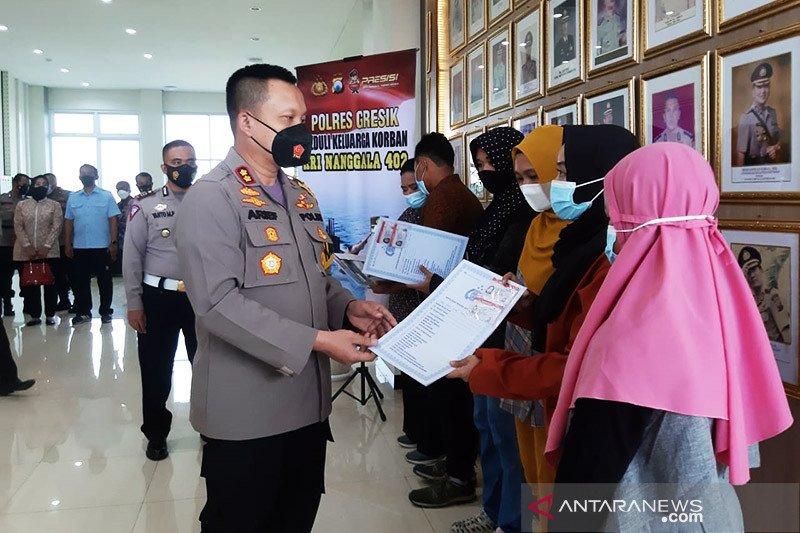 Polisi Gresik fasilitasi SIM gratis keluarga korban KRI Nanggala 402