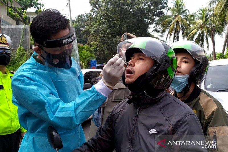 Pemeriksaan antigen massal jaring 10 wisatawan positif COVID-19