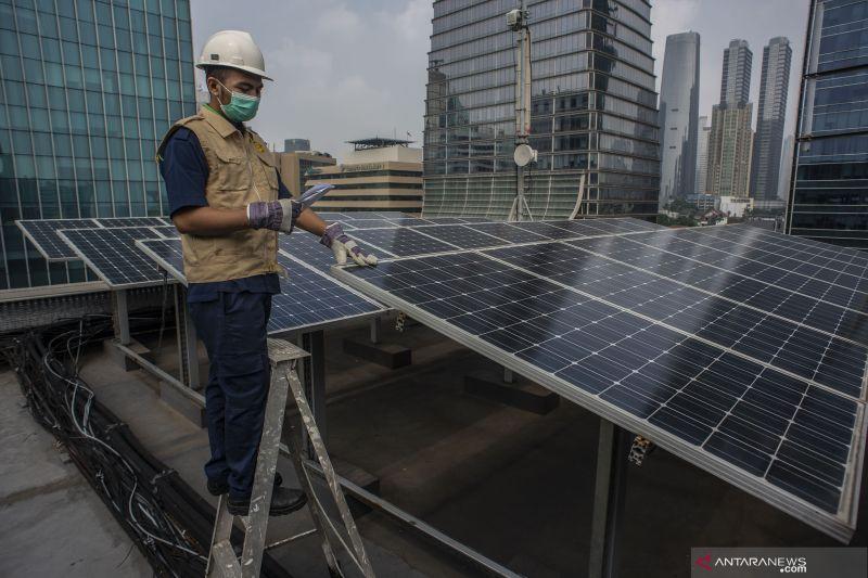 IESR: PLTS atap untungkan pemerintah dan PLN