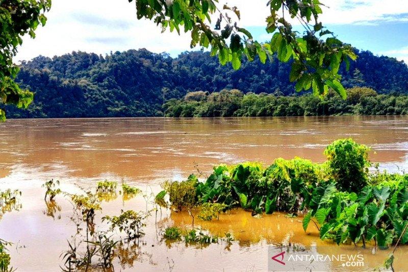 Banjir Sungai Kayan telan korban, perahu terbalik di Antutan