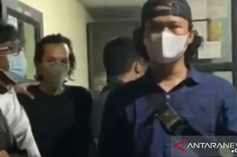 Polres Jaksel tangkap pengunggah video Al Quran dibakar
