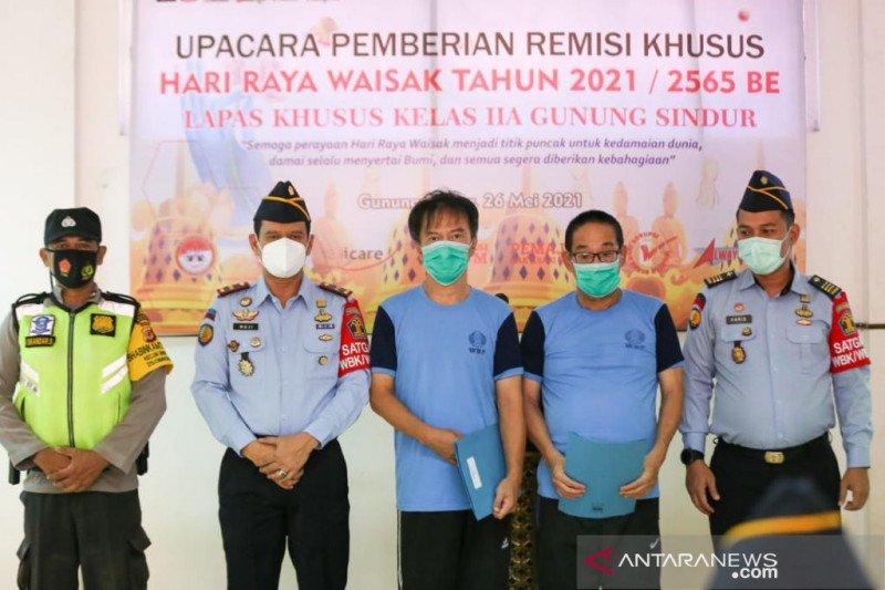 Sebanyak 1.078 narapidana Buddha menerima remisi Waisak
