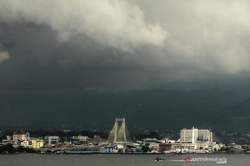 Hujan lebat diprakirakan meliputi beberapa wilayah Indonesia