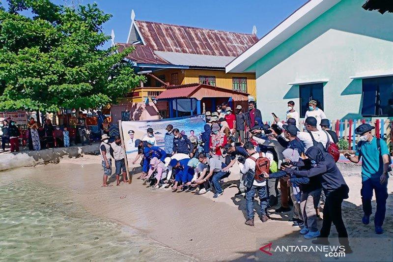 Puluhan tukik dilepasliarkan di Pulau Barang Caddi Makassar