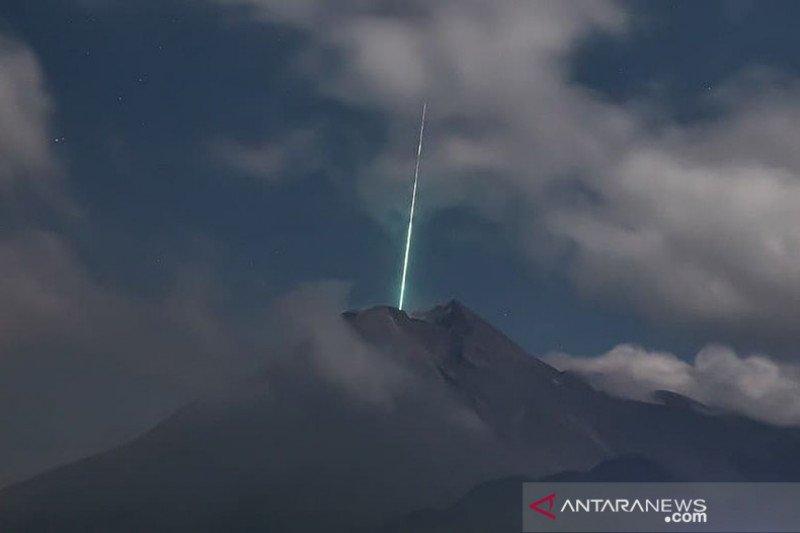 LAPAN: Cahaya hijau dekat Merapi kemungkinan terkait hujan meteor