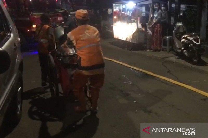 Gulkarmat Jaksel kerahkan lima damkar tangani kebakaran bengkel