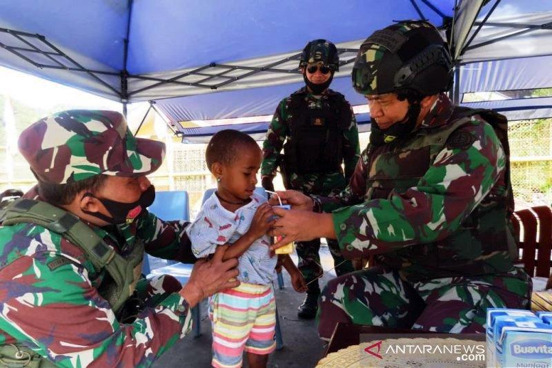 Kodim Mimika-Kogabwilhan III bagikan sembako buat warga Kampung Banti