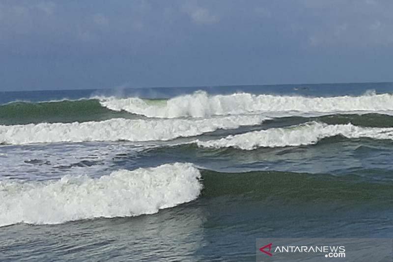 BMKG: Tinggi gelombang perairan selatan Jabar-DIY capai 4-6 meter