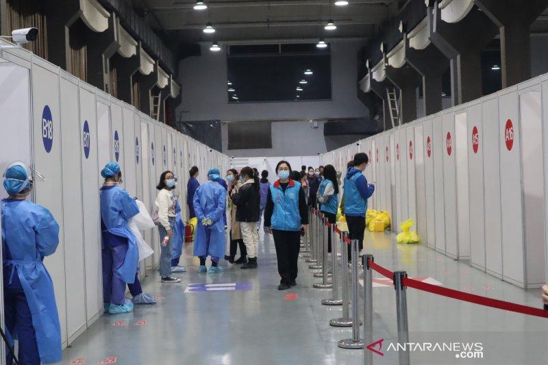 Vaksinasi hampir separuh penduduk, China kembangkan dosis ketiga