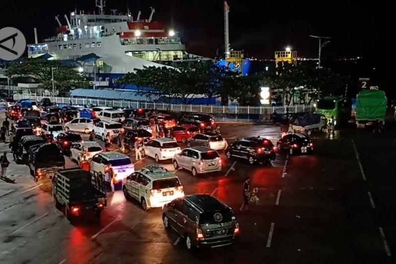Jelang pelarangan mudik, penyeberangan penumpang di Pelabuhan Merak alami lonjakan