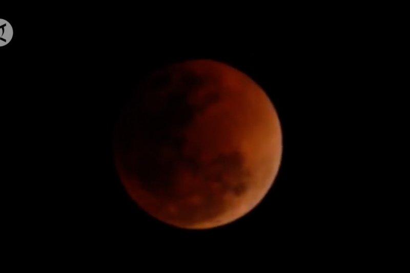 Fenomena langka gerhana bulan total