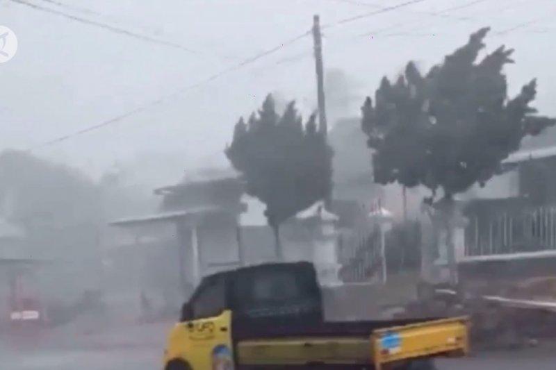 BMKG: Waspada cuaca ekstrem selama sepekan ke depan