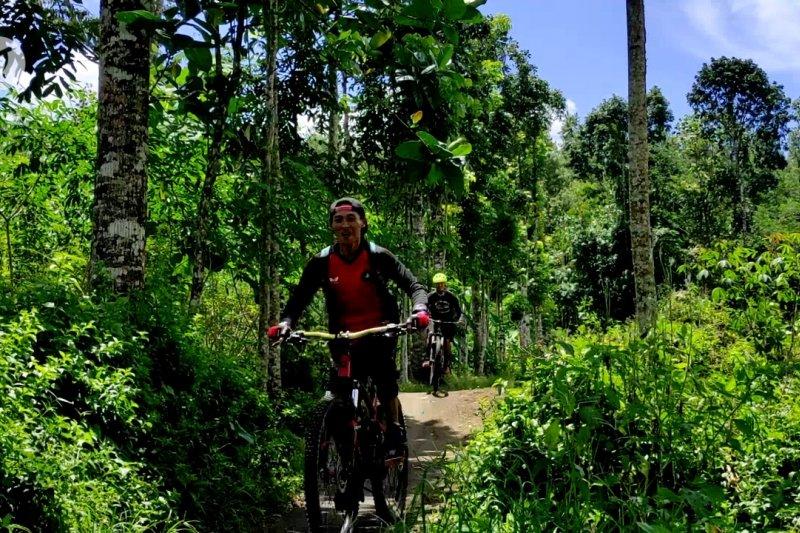 Jadikan olahraga sepeda gunung sebagai magnet wisata alam
