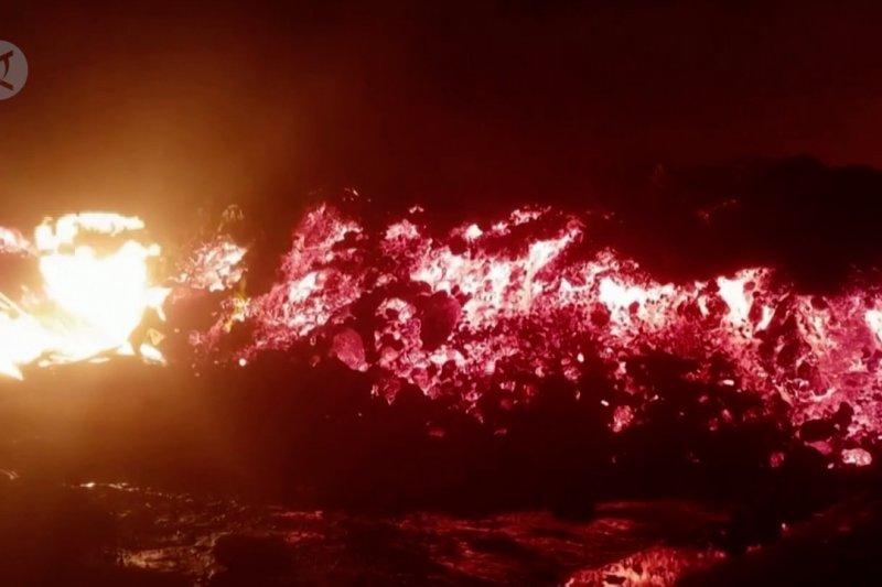 Lava cair gunung berapi Kongo membakar rumah penduduk