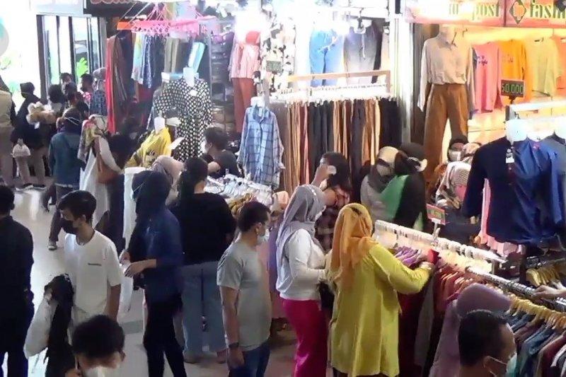 Aktivitas ekonomi meningkat, Pemkot Bandung evaluasi prokes pertokoan