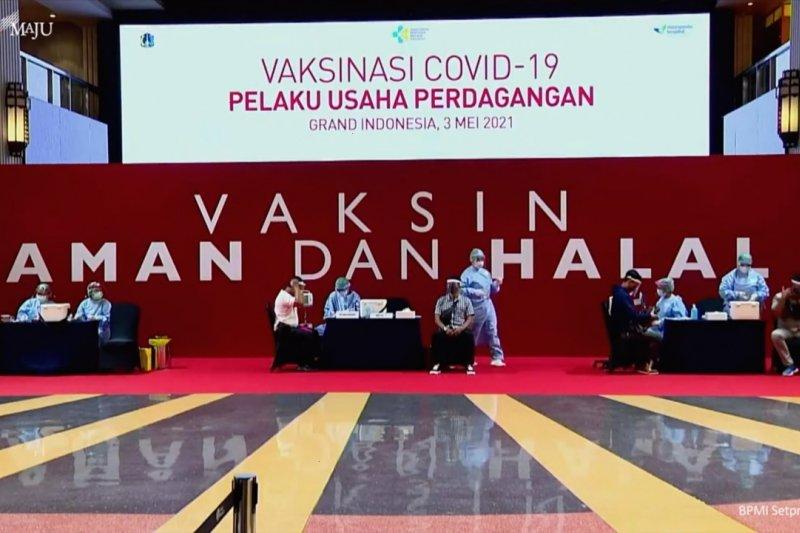 Presiden tinjau vaksinasi pelaku usaha di Jakarta Pusat