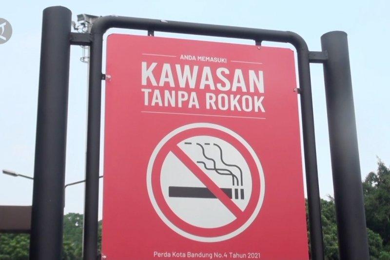 Merokok sembarang tempat di Kota Bandung denda Rp500 ribu