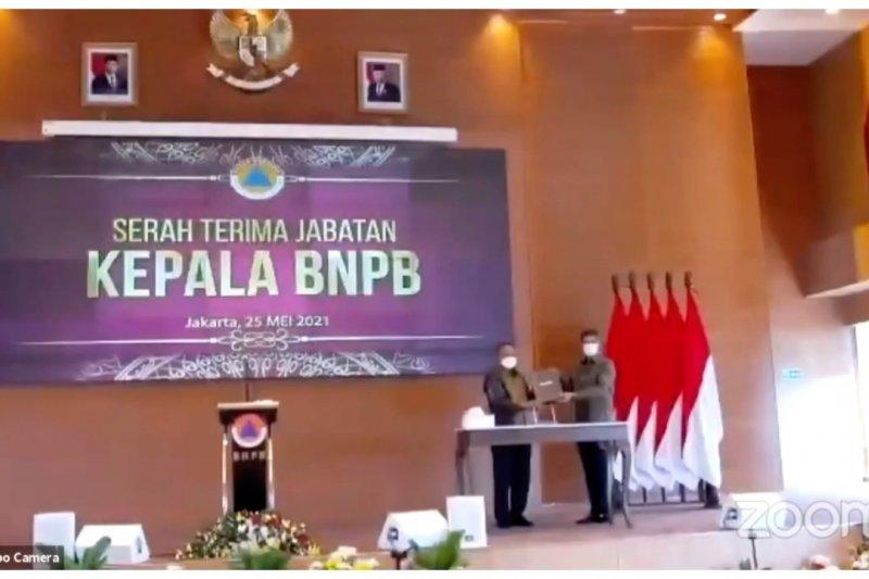 Doni Monardo serahkanjabatan Kepala BNPB pada Ganip Warsito