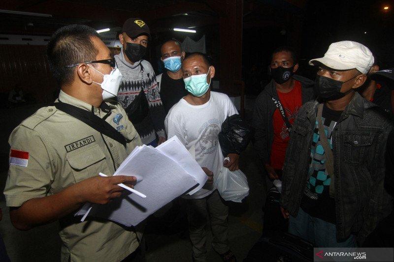 Puluhan pekerja migran dipulangkan ke daerah asal