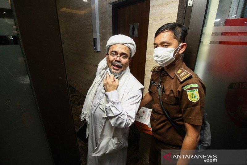 Rizieq dituntut enam tahun penjara