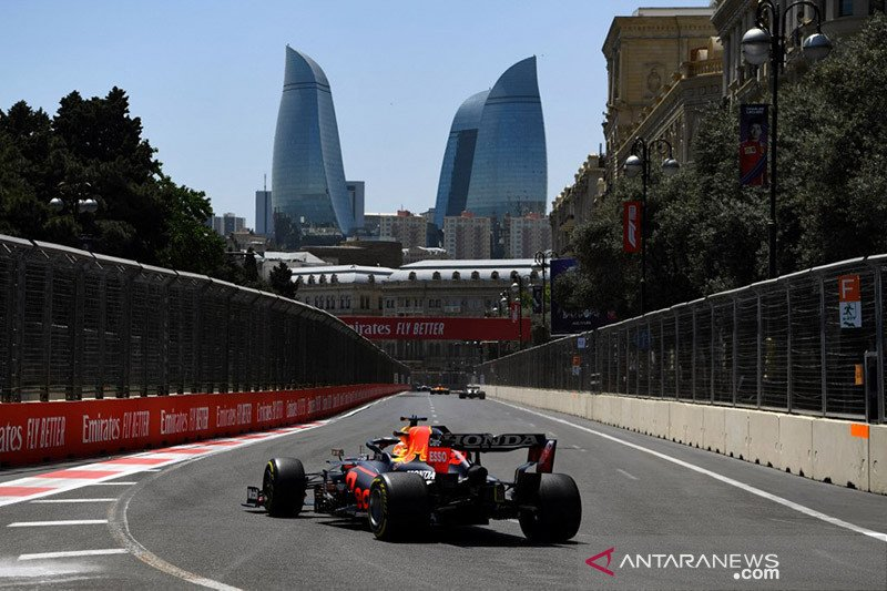 Duet Ferrari bayangi Verstappen dalam latihan bebas GP Azerbaijan