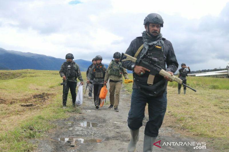 Tiga jam TNI-Polri kontak tembak dengan KKB di Bandara Ilaga