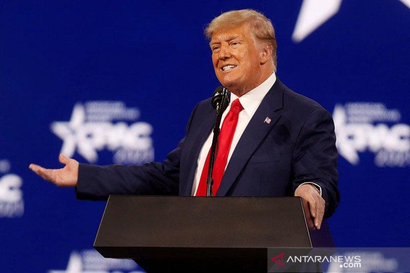 Akun Facebook Donald Trump diblokir hingga 2023