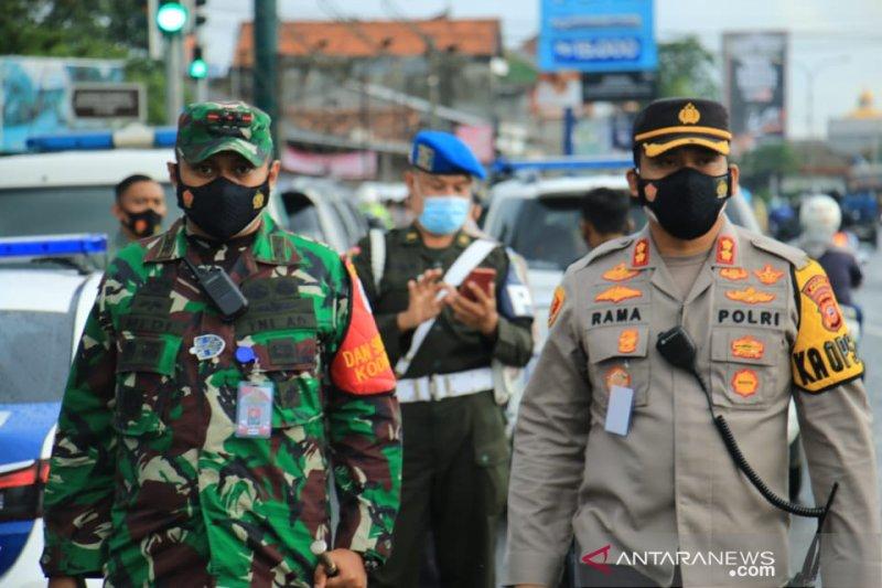 Polres Karawang periksa enam orang terkait puluhan warga keracunan gas